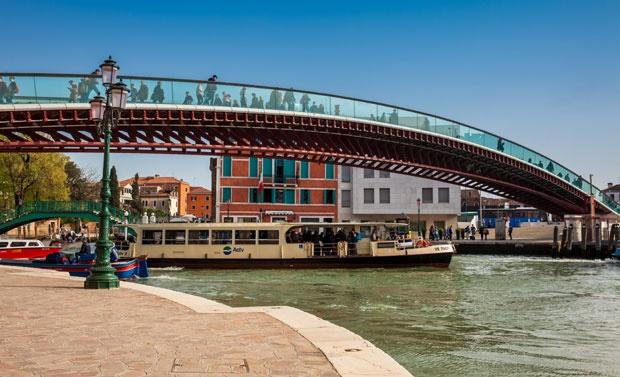 Most Ponte dela Konstitucione / Depositphotos